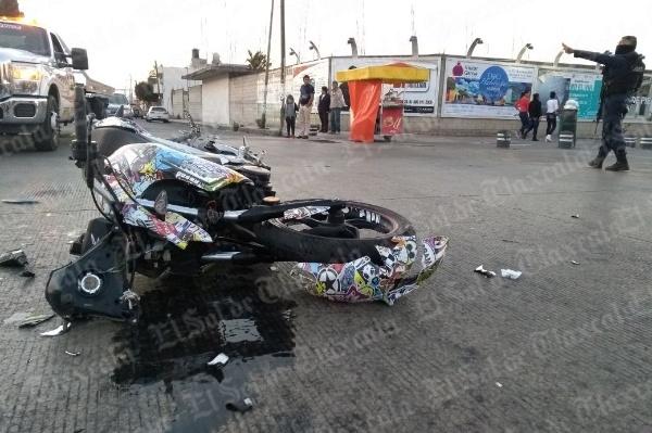 Se impacta motociclista contra automóvil en Apizaco