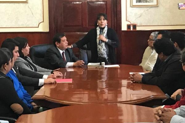 Entrega alcaldesa Anabell Ávalos escrituras a ciudadanos de escasos recursos económicos