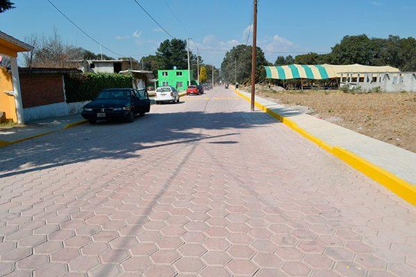 Inaugura obra de pavimentación en Santa Cruz Tlaxcala