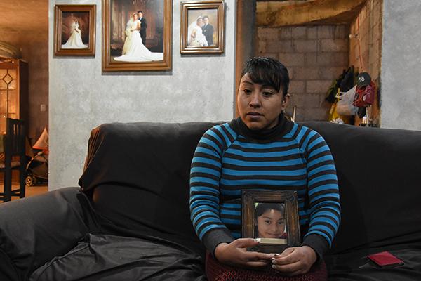 Entre lágrimas, la madre de Karla asegura que las autoridades no han hecho lo suficiente como para encontrar a su hija, ya que después de su desaparición tardaron más de 20 días para emitir la Alerta Amber. /Jesús LIMA