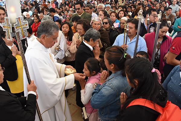 Julio César Saucedo Aquino, obispo de Tlaxcala, instó a dar un pensamiento y una oración por los migrantes y refugiados. /Jesús LIMA