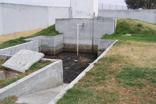 Pese a que existe una planta de tratamiento de aguas residuales en el rastro municipal de Calpulalpan, desde su construcción hace más de una década nunca fue puesta en servicio. /Manuel MORALES