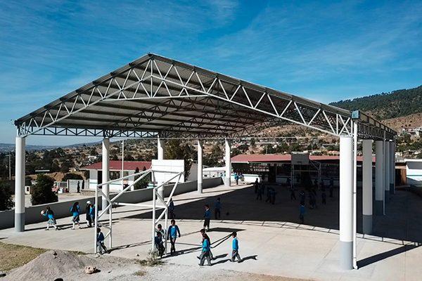 En primer año, construye Tlaxco nueve techumbres