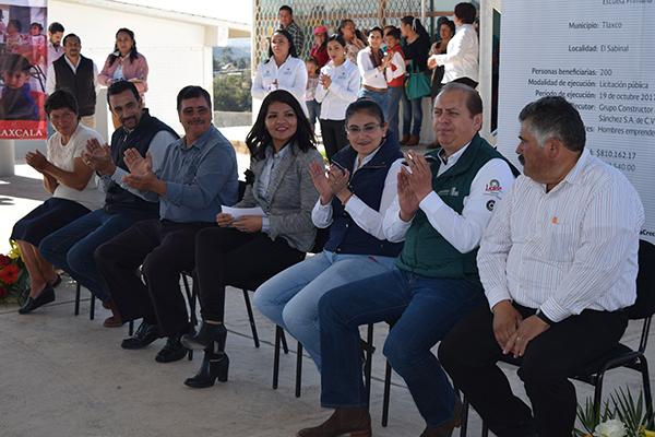 Con recursos provenientes de los programas FISM, Fortalece y 3x1 para Migrantes, el ayuntamiento de Tlaxco construye ocho techumbres escolares y una comunitaria. /EL SOL DE TLAXCALA