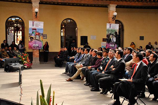 Autoridades estatales y municipales, así como invitados especiales, acompañaron a la alcaldesa de Tlaxco en su primer informe de actividades. /EL SOL DE TLAXCALA