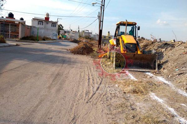 Tras cinco años de la primera petición, ya rehabilitan calle principal de Tlacomulco