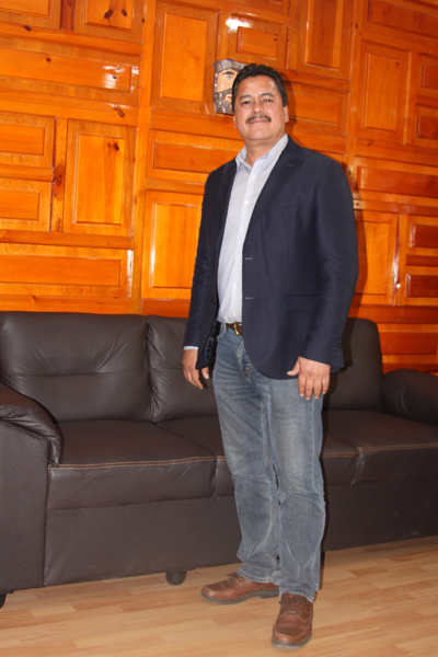 """""""Nací en familia de cuna humilde que trabaja todos los días, así que seré un gestor de tiempo completo"""", afirma el alcalde de Yauhquemehcan, Francisco Villarreal Chairez. /Tomás BAÑOS"""