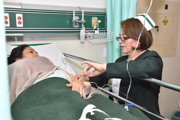 La enfermera Rosa María Montero Velázquez tiene 22 años ejerciendo la profesión