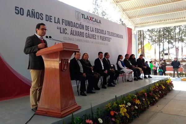 Conmemoran 50 aniversario de telesecundaria de Españita;la primera fundada en México