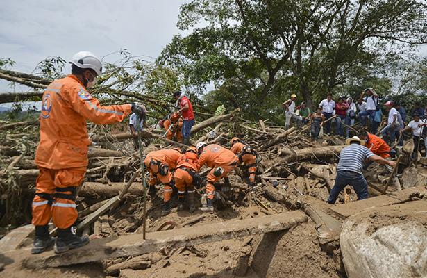 Continúa la búsqueda de sobrevivientes tras alud en Colombia; van 262 muertos