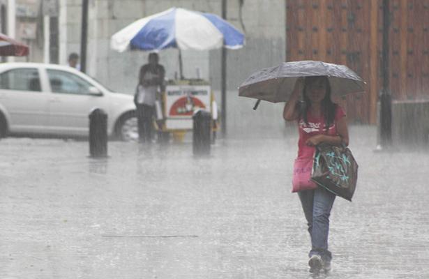 Amanece con intensa lluvia la Ciudad de México
