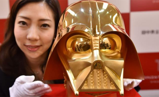 ¡Es real! Venderán réplica de oro del casco de Darth Vader