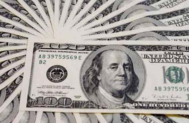 El dólar se vende este jueves hasta en 18.71 pesos en bancos de la capital metropolitana
