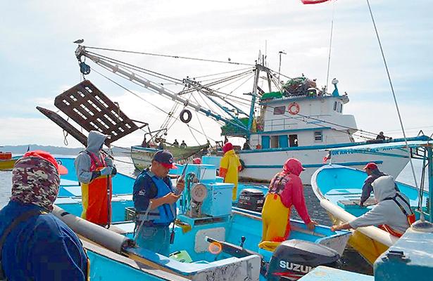 Lamentan pescadores uso de redes de arrastre