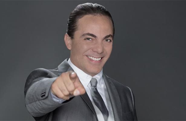 Cristian Castro se deja ver ¡rodeado de hombres en un sauna!