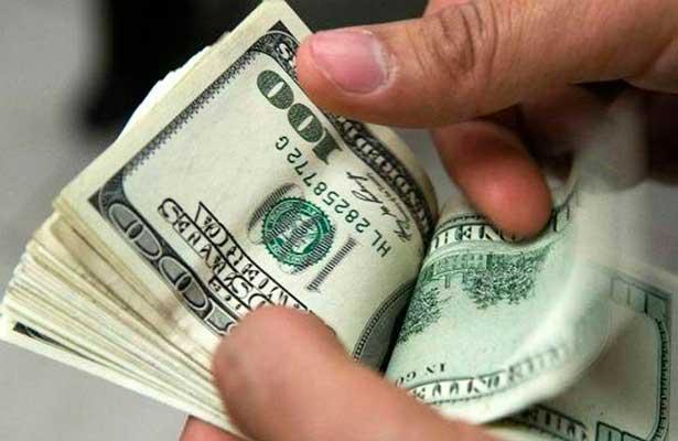 Dólar cierra jornada en 19.24 pesos en bancos de la Ciudad de México