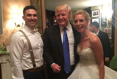 """Trump """"se cuela"""" a boda en Nueva Jersey"""
