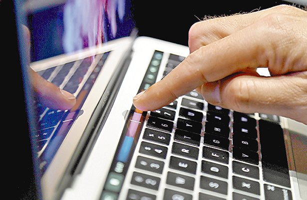 EU prohíbe laptops y tabletas en vuelos que lleguen de Oriente Medio