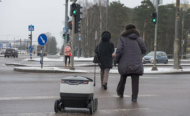 """Robot se convierte en """"ciudadano prodigio"""""""