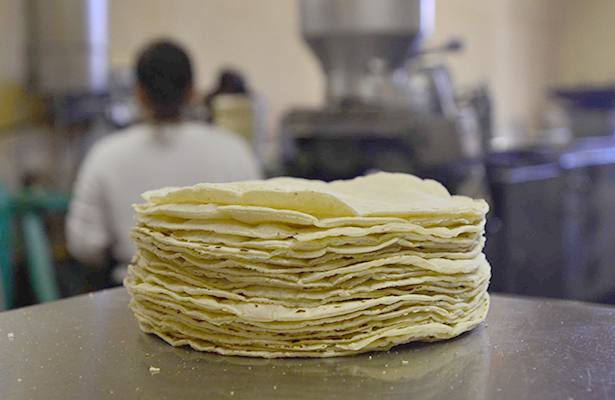 Protestan tortilleros por la competencia desleal