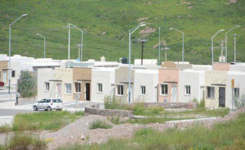 Abandonan casas por falta de servicios, escuelas, transporte…