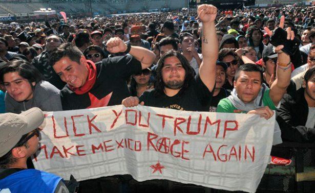 """Dicen """"no"""" al muro de Trump en el Vive Latino"""