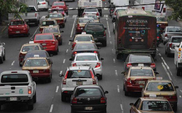 Autos con engomado rojo no circulan este miércoles