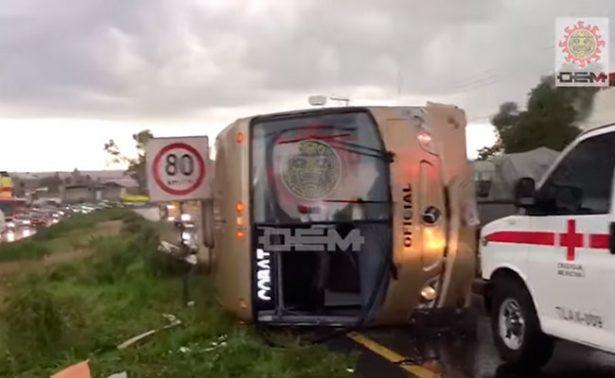 [Video] Vuelca autobús del Cobat en la Apizaco-Tlaxcala