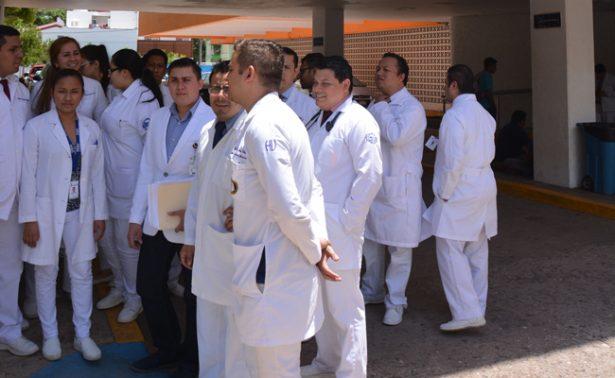 Urgen medidas precautorias para salvaguardar integridad de médicos
