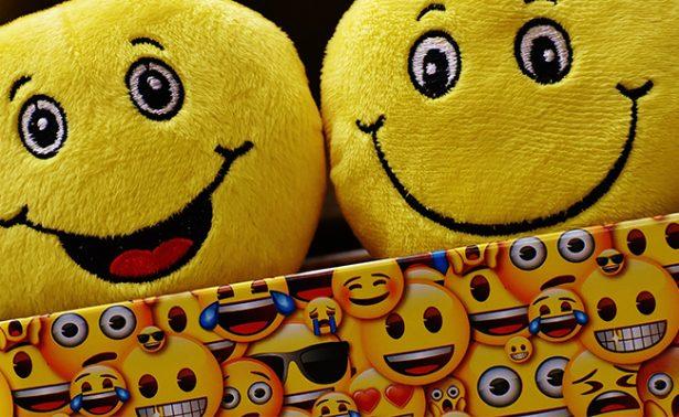 Celebra el Día Internacional del Emoji y descubre el origen de estas caritas