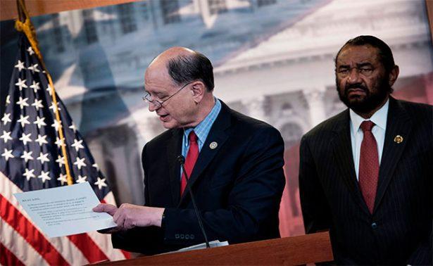 Demócrata lanza al Congreso de EU primer intento para destituir a Trump