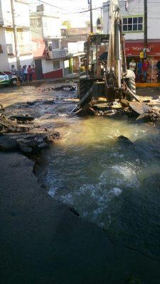 Fuga de agua afecta a 3 municipios del Valle de México