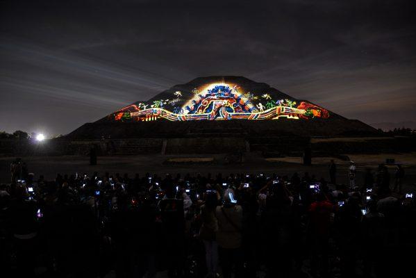 Reportan llenos totales en espectáculo de Teotihuacán