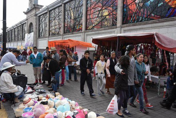 "Convierten ambulantes a Toluca en ""gran tianguis"""