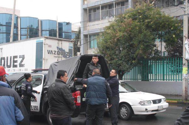 Protagonizan trifulca taxistas en calles de Ecatepec