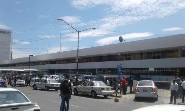 Sin control de bases de taxis colectivos