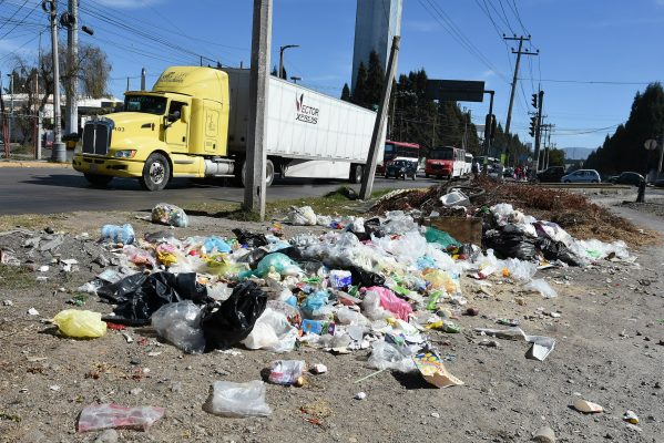 Esfuerzos por mantener limpio Paseo Tollocan son insuficientes: Junta de Caminos
