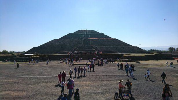 Miles visitan zona arqueológica de Teotihuacán por equinoccio