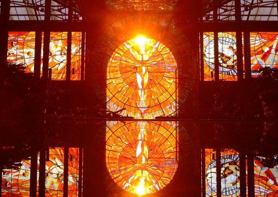 Iluminación del Hombre Sol, bello espectáculo en el Cosmovitral