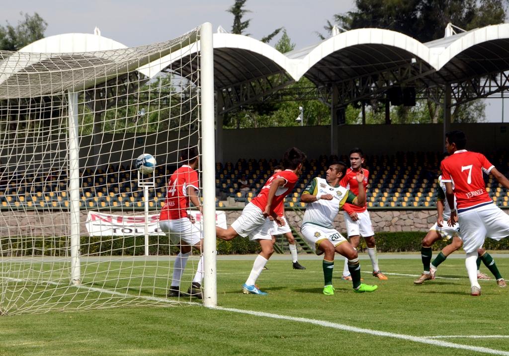 El equipo local logró reflejar su dominio en la recta final del primer tiempo(Foto: Mariano Soriano)