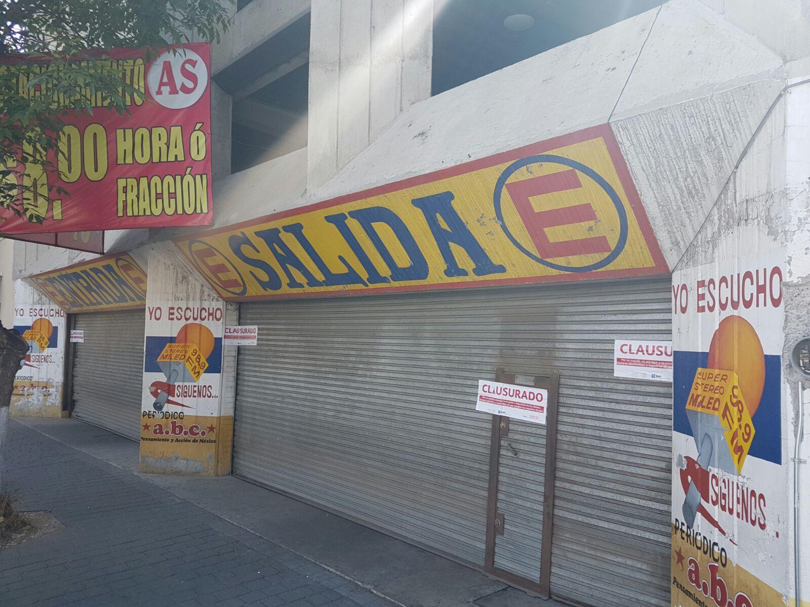 """El SAT clausuró el estacionamiento """"AS Estacionamiento"""", ubicado en Vicente Villada, en el centro de Toluca. (Foto especial)"""
