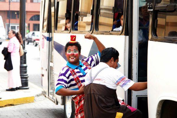 Payasos y músicos no son bien recibidos en camiones: Canapat