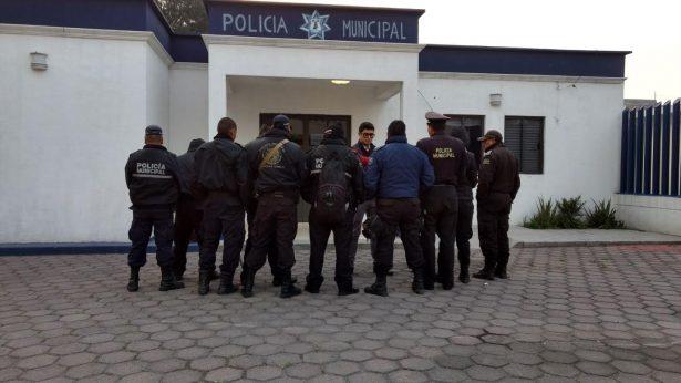 Denuncian policías de Mexicaltzingo retraso en el pago de salario