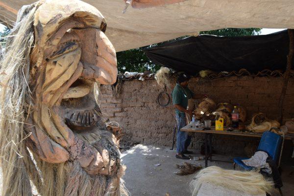 Transforman maguey en máscaras en Temascalcingo