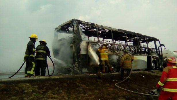 Se incendia autobús de pasajeros en Libramiento Bicentenario