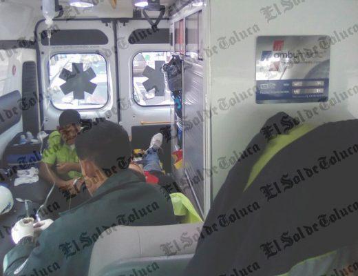 Atropellan a dos hombres en Santa María Totoltepec; el conductor huyó