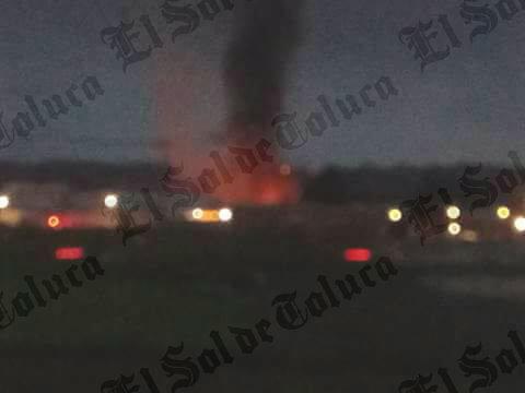 Incendio consume fábrica en Edomex