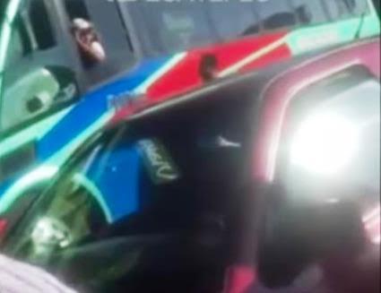Acorralan a operador de camión de pasajeros por atropellar a transeúnte