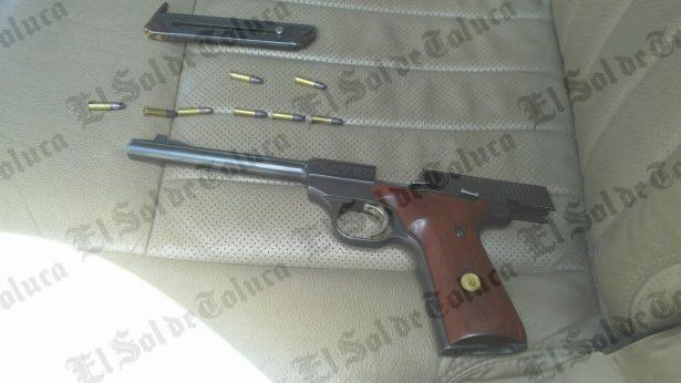 Traía pistola en su troca; fue detenido en Zinacantepec