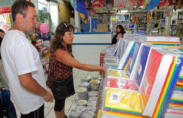 Aumenta venta de útiles hasta 87% en supermercados esta temporada